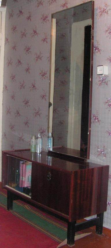 2. несколько частей стенки. (тоже обычной, стандартной) платяной шкаф с...